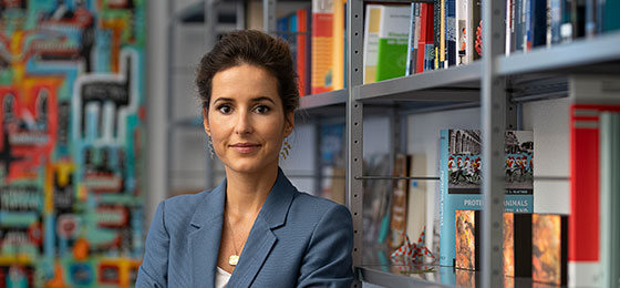 The image shows Charlotte Blattner, winner of the 2020 Marie Heim-Vögtlin Prize.