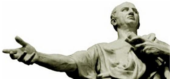 Une statue antique.