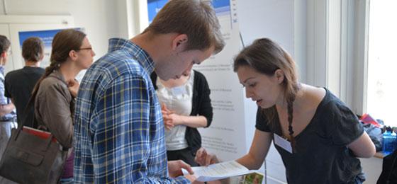 Visitors at the information stands. © Universität Bern, Kommunikation