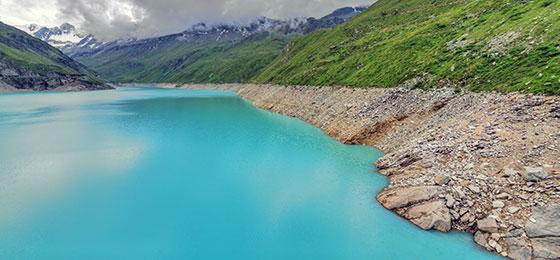 Das Bild zeigt den Stausee des Lac de Moiry im Kanton Wallis.