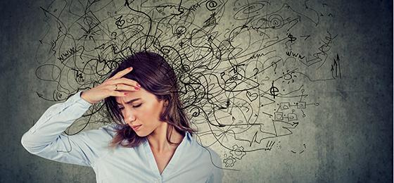 Eine junge Frau unter Stress.